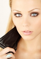 Download all the movies with a Laura Vandervoort