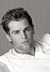 Download all the movies with a Mike Vogel